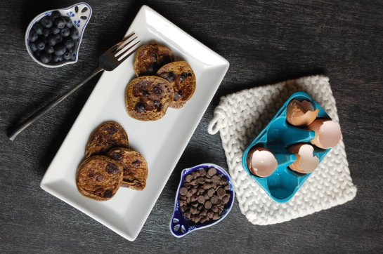 grain-free chocolate chip or blueberry pancakes 02 | sweet betweens